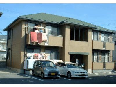 便利な立地でお手軽家賃。LDK12帖あります。